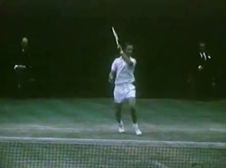 forehand_Rod_Laver_non_hitting_shoulder