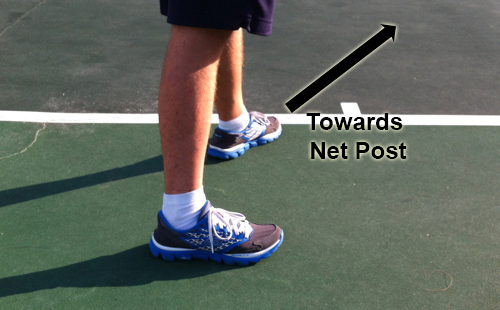 serve_starting_position_feet_left_net_post_01